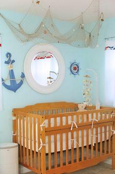 Maritime Deko im Babyzimmer - Fischernetz an der Decke drapiert