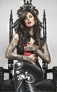 Kat Von D recording her first album – Screener