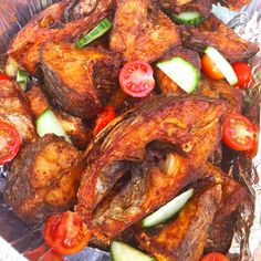 Zimbabwean Fried Fish Ingredients tilapia or bream fish, descaled,cleaned inside and cut into medium sized pieces Vegetable oil to deep fry 1 tablespoon black pepper 1 tablespoon paprika 1 tabl… Fried Fish Recipes, Tilapia Recipes, Seafood Recipes, Cooking Recipes, Healthy Recipes, Diet Recipes, West African Food, Nigerian Food, Ghanaian Food