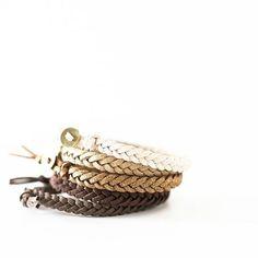 Essential oil bracelet with glitter 🌟 .  .  .    #käsikoru #bracelet #essetialoil  #eteerinenöljy #öljy #luontais #hyvinvointi #terveys #koru #käsityö #glitter #calm #relax #stressi #glitterii #kimallus 📷: @putonlovedesigns