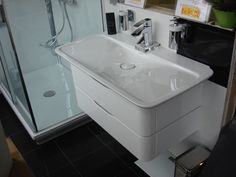 DURAVIT PURAVIDA 1000mm. BASIN WITH INTEGRATED RUN-THROUGH WASTE (DESIGNED FOR USE WITH RUNNING WATER - YOU CAN NOT CLOSE THE PLUG ON THIS BASIN AND FILL IT UP) ON 800mm. 2 DRAWER UNIT IN GENUINE WHITE GLOSS LAQCUER WITH BLACK SHADOW GAP TRIMS