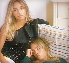 Lisa and Lena - VOGUE Germany🇩🇪 Lisa, Boy Best Friend Pictures, Bad Girl Aesthetic, Sabrina Carpenter, Attractive People, Hot Blondes, Friend Tumblr, Portrait Photography, Vogue