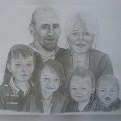- Portrait de famille d'après diverses photos -#art #artist #photography #photo #picture #blackandwhite #drawing #draw #portrait #family #pencil