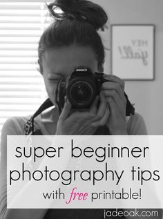 Super Beginner Photography Tips Learning a DSLR can be overwhelming. Here's easy tips to get you started! Click through for tips and a FREE printable! Dslr Photography Tips, Photography Tips For Beginners, Photography Lessons, Photography Business, Photography Tutorials, Digital Photography, Amazing Photography, Wedding Photography, Photography Lighting