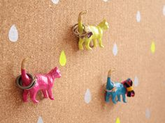 plastic animal pushpins
