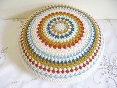 Inspiring Round Pillow Sewing Pattern Design Ideas For A Beginner Crochet Round, Love Crochet, Crochet Gifts, Knit Crochet, Crochet Ball, Easy Crochet, Crochet Cushion Cover, Crochet Cushions, Crochet Pillow