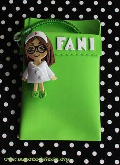 www.unpocodetodo.org - Salvabolsillos de Fani - Salvabolsillos - Broches - Goma eva - crafts - custom - customized - enfermera - foami - foamy - manualidades - nurse - personalizado - 5