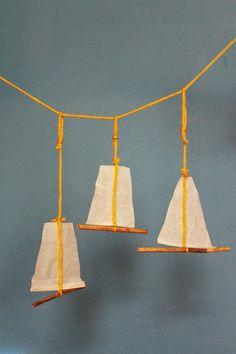 Mobile, Schiffchen, Papier, Schilfrohr, Wolle  3 Schiffchen, je ca. 20x20cm