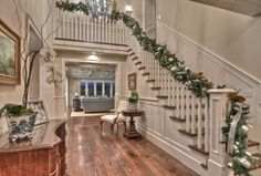 58 Best Christmas Decorations That Turn Your Staircase Into A Fairy Tale 58 Bes. 58 Best Christmas Decorations That Turn Your Staircase Into A Fairy Tale 58 Bes… 58 Best Christ Christmas Stairs Decorations, Christmas Staircase, Beach Decorations, Holiday Decorations, Holiday Ideas, Foyer Design, Hall Design, Christmas Design, Christmas Home