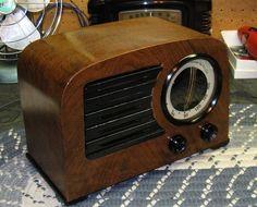 1947 EMERSON MODEL 544 TUBE RADIO, RESTORED, DESIGNED BY NORMAN BEL GEDDES