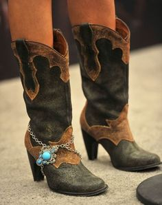 Carrie underwoods boots...I really want a pair that are similar to these 8cea0a6de83