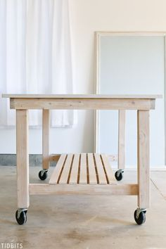 Rolling Kitchen Island, Kitchen Island Decor, Modern Kitchen Island, Kitchen Island With Seating, Kitchen Work Tables, Rolling Table, Diy Countertops, Island Design, Consoles