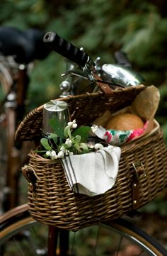 kinfolk mag, Lisa Warninger. Gorgeous, gorgeous bike basket.