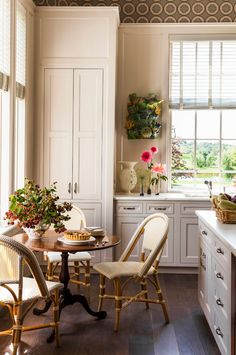 breakfast table // kitchen // katie ridder #kitchens