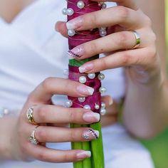jedny svatební nehty ;)