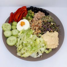 "154 kedvelés, 4 hozzászólás – Kinga Perjes (@kingaperjes) Instagram-hozzászólása: ""Hummus, sprouts, salmon chunks, avocado, black olives, red bellpepper, egg, cucumber and lettuce 🍃…"""