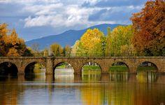 Ponte de Trajano. Com 1900 anos de história, construída pelos Romanos, ainda hoje se mantém, altiva e orgulhosa, a adorar a vista de quem visita Chaves.  Fernando Ribeiro