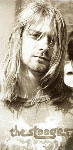 Kurt wearing a stooges shirt? Yes!