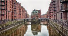 Speicherstadt, Hampuri: maailman suurin puupaalujen varaan rakennettu varastokaupunki