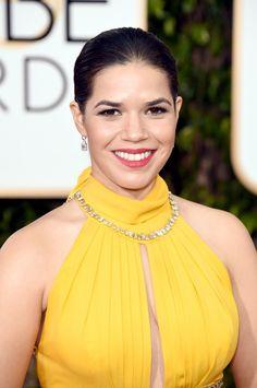 Pin for Later: Jetez un Oeil à Tous les Superbes Looks Beauté des Golden Globes America Ferrera
