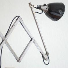 lampen-088-alte-grosse-scherenlampe-midgard-drgm-mit-emailleschirm-002_dev