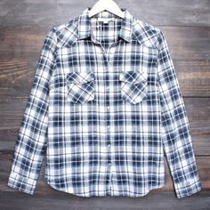 vintage affair soft button up womens plaid flannel long sleeve shirt - blue/navy