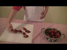 Princess Rosie Makes Chocolate Drizzled Strawberries. Fun and easy recipe for kids. No cooking required. These are perfect for tea parties. Chocolate Drizzle, Melting Chocolate, Easy Meals For Kids, Kids Meals, How To Make Chocolate, Tea Parties, Strawberries, Club, Princess