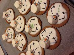Sulavat lumiukot - melted snowman cookies Melted Snowman Cookies, Desserts, Food, Tailgate Desserts, Deserts, Essen, Postres, Meals, Dessert