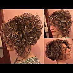 Bob Haircut Curly, Messy Bob Hairstyles, Haircuts For Curly Hair, Curly Hair Cuts, Short Hair Cuts, Curly Hair Styles, Funky Short Hair, Short Hair With Layers, Shot Hair Styles