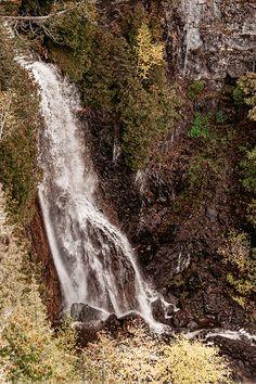 Site d'intérêt esthétique matapédien, la chute à Philomène (33 mètres) est l'une des plus impressionnantes de la région. Elle est acessible par deux sentiers, l'un menant au pied, l'autre au sommet. Photo : La Zone Blanche. Excursion, Kayak, Waterfall, Photos, Country Roads, Places, Outdoor, Children Playground, Fall Of Man