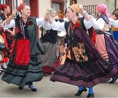Trajes tipicos de Llaniscos asturias - Pesquisa Google Andorra, Folk Costume, Costumes, Spanish Costume, Spain Fashion, Art Populaire, Folk Clothing, People Around The World, Traditional Dresses