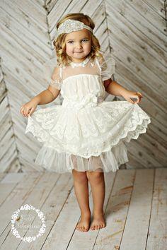 Girls dress lace flower girl dress girls lace von SweetValentina