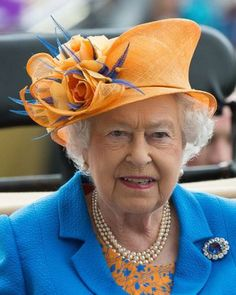 Queen Elizabeth II attends day 3 of Royal Ascot at Ascot Racecourse on June 2016 in Ascot, England. (Photo by Samir Hussein/WireImage) Queen Victoria Wedding, Roi George, God Save The Queen, Post Mortem, Queen Hat, English Royal Family, Royal Queen, Queen Pictures, Isabel Ii