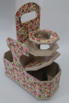 Porta Chimarrão Floral Decoupage, Diy And Crafts, Decorative Boxes, Container, Floral, Home Decor, Great Ideas, Wood Art, Armadillo