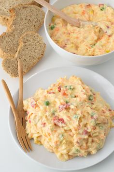 Vegan Olivier Salad - - Although Olivier Salad is a traditional Russian dish, you can find it at many restaurants here in Spain. This recipe is healthier and cholesterol-free. Easy Salad Recipes, Easy Salads, Vegan Vegetarian, Vegetarian Recipes, Healthy Recipes, Vegan Food, Russian Salad Recipe, Olivier Salad, Russian Dishes