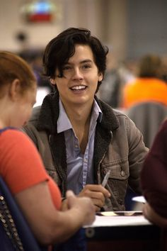 Augh such a cutie! Cole Sprouse Jughead, Cole M Sprouse, Dylan Sprouse, Riverdale Funny, Riverdale Cast, Betty Cooper, Sprouse Bros, Zack Y Cody, Riverdale Cole Sprouse