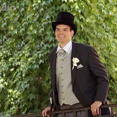 Už druhý deň je internet plný svadobných fotiek princa Harryho. Pridám aj ja jednu........ toho môjho princa. 💜23.5.2009💜 #love #wedding #royalwedding #groom #svadba #zenich #laska #vysperkujtesa #menswear Suit Jacket, Internet, Suits, Jackets, Style, Fashion, Down Jackets, Swag, Moda