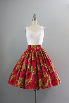 Gorgeous 1950s/1960s skirt in a stunning print of large  blooming roses. The skirt is extremely full and gathered.  It has a 2 waistband with belt