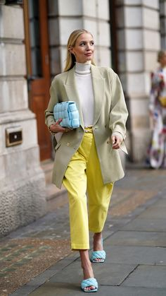 The brand dominating the fashion scene? We love how Leonie Hanne brought this look together by matching her shoes with the cassette bag. She is walking on a cloud! Colourful Outfits, Colorful Fashion, Trendy Outfits, Fashion Outfits, Fashion Trends, Fashion Hacks, Jeans Fashion, Fashion Group, Trendy Shoes