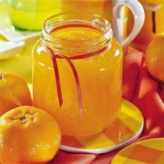 Jak udělat marmeládu z pomerančů? Vyzkoušejte recepty s rumem nebo zázvorem Hot Sauce Bottles, Mason Jars, Sweets, Cake, Tableware, Food, Calamari, Syrup, Dinnerware