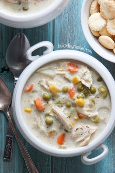 Any one of these Slow Cooker Chicken Soup recipes will make a tasty dinner on a cold winter day. And Slow Cooker Chicken Soup is the perfect thing to eat whenever you need some comfort food in a bowl! Slow Cooker Huhn, Crock Pot Slow Cooker, Slow Cooker Chicken, Slow Cooking, Cooking Recipes, Smoker Cooking, Cooking Ribs, Slow Food, Crockpot Recipes Cheap