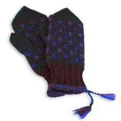 The Kymenlaakso provincial mittens, by Taito Pirkanmaa, crafts shop and retailer, The Central Finland Department of Finnish National Crafts Association | Kymenlaakson lapaset, tumma violetti (9389)
