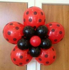 Lady bug themed table I helped a friend with! Turned out soo cute! Ladybug 1st Birthdays, First Birthdays, Balloon Decorations Party, Birthday Decorations, Fete Audrey, Miraculous Ladybug Party, Theme Mickey, Deco Ballon, Baby Ladybug