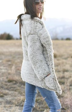 Teddy bear coats are the coziest outerwear trend of the season. And now you can make your own with this easy to crochet Teddy Bear Coat pattern. Crochet Hooded Scarf, Crochet Coat, Chunky Crochet, Crochet Clothes, Free Crochet, Crochet Sweaters, Crochet Fringe, Crochet Scarves, Fur Headband