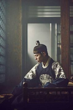 Park Bo Gum Moonlight Drawn by Clouds He's sooo charming in this role. Kim Yoo Jung, Jung So Min, Korean Traditional, Traditional Outfits, Asian Actors, Korean Actors, Park Bo Gum Moonlight, My Shy Boss, Park Bogum
