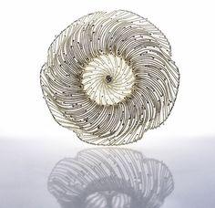 Maja Houtman. Brooch: Hundo Rosa, 2015. Silver. 8 x 8 x 4 cm.