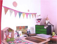 Dans mon atelier : guirlande de papier au crochet (les illustrations sur la guirlande sont de @Silvia Dekker) ; guirlande offerte en supplément dans @ Flow Magazine n°1/ In my art Studio : crochet paper garland (the illustrations on the garland are from @Silvia Dekker) / #jesuisflowish