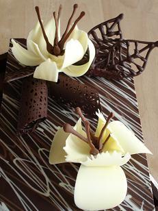 2007年10月12日(金) 晴れ 【 チョコレート細工 】学校での作品は、載せないと決めていたはずが・・・ 昨日のチョコレート細工 こんな細工は、...