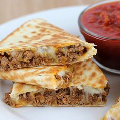 I always enjoy a good Mexican recipe and these beef quesadillas made a simple and delicious dinner. I actually prefer using ground beef in quesadillas because it is a little easier than using chicke(Cheese Steak Quesadilla) Ground Beef Quesadillas, Chicken Quesadillas, Steak Quesadilla, Ground Beef Tacos, Chicken Tacos, Ground Beef Fajitas Recipe, Healthy Quesadilla, Chicken Steak, Beef Steak
