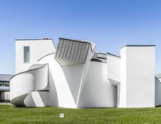 Vitra Design Museum, Vitra Campus, Weil am Rhein | by Frank O. Gehry | 1989 | 📷⁠ by @archibatch⁠ Alexander Arregui Leszcz. Vitra Design Museum, Photography Gallery, Switzerland, Minimalist, Sculpture, Architecture, Outdoor Decor, Beauty, Home Decor